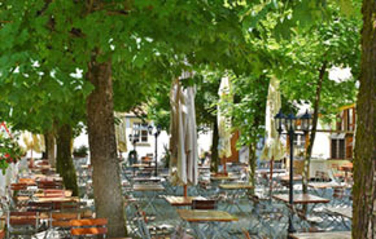 Tischfreiheit im Gastgarten